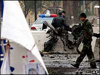 Iraqi police secure the area following a car bomb explosion in Baghdad, 24 January 2005