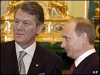 Ukraine President Viktor Yushchenko (left) with Russia's President Vladimir Putin in Kremlin