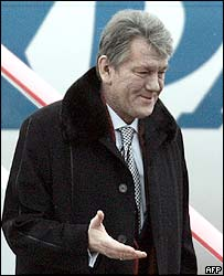 Viktor Yushchenko arrives at Moscow airport