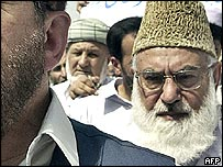 MMA leader Qazi Hussain Ahmed taking part in protest in Peshawar