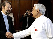 Iranian chief nuclear negotiator Ali Larijani (l) and Indian Foreign Minister Natwar Singh