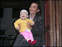 Hombre chino y su hijo.