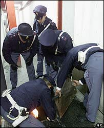 Italian police in anti-mafia raid