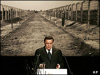 Chancellor Gerhard Schroeder speaks at Berlin commemoration