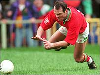 Ieuan Evans scores a try for Wales against England in 1995
