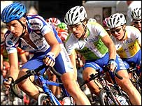 Nick Nuyens (right, yellow jersey) tucks in behind stage winner Luca Paolini (centre)