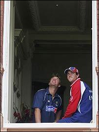 Shane Warne and Kevin Pietersen