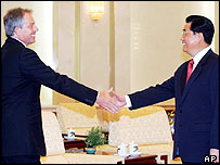 UK Prime Minister Tony Blair shakes hands with Chinese President Hu Jintao