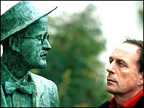 Tom Paulin and a statue of James Joyce