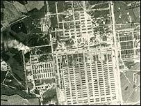 Imagen del campo de exterminio de Auschwitz tomada por la Real Fuerza Aérea del Reino Unido