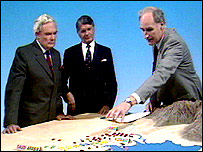 Peter Snow reporting the first Gulf War with the aid of the famous sandpit