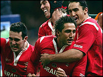 Gavin Henson (centre) celebrates a Welsh try with his team-mates