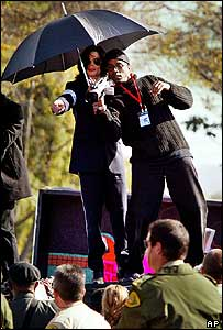Michael Jackson on top of his limousine after a court hearing in January 2004