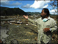 Hasan Basri and the remains of his home village (photo : WFP/Rein Skullerud)