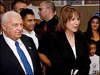Ariel Sharon visits a school with Limor Livnat
