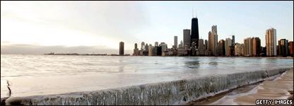Silueta de Chicago y hielo sobre el lago Michigan.