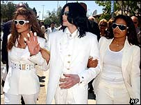 Michael Jackson outside court with sisters LaToya (left) and Janet