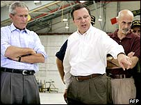 President Bush (l), Fema director Michael Brown (c) and Homeland Security chief Michael Chertoff (r)