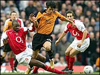 Arsenal goalscorer Patrick Vieira tackles Wolves midfielder Ki-Hyeon Seol