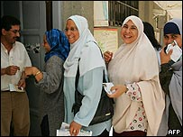 Egyptian women wait to vote