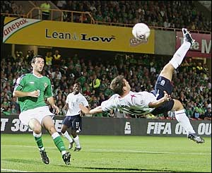 Michael Owen hits an overhead kick