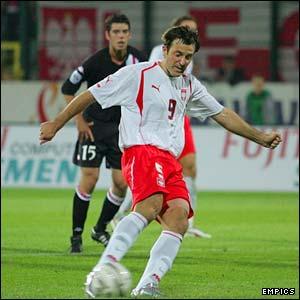 Maciej Zurawski scores a penalty
