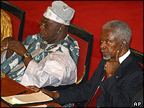 Nigerian President Olusegun Obasanjo (l) and UN chief Kofi Annan at the African Union summit