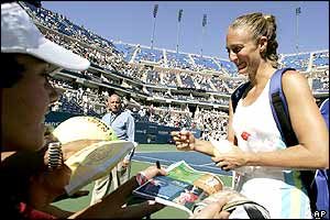 Mary Pierce signs autographs at Flushing Meadows