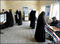 Mujeres votando en Irak