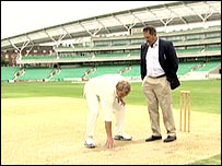 Gooch and Warne conduct pitch report