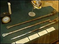 Шлем, часы и оружие Маннергейма