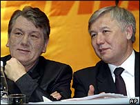 Yuri Yekhanurov (right) and President Viktor Yushchenko