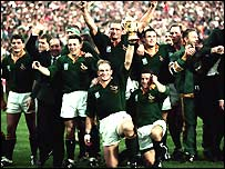 South Africa celebrate victory at home in 1995