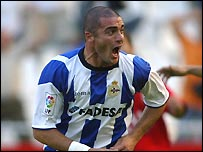 Walter Pandiani in action for Deportivo