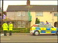 Picture of police at the murder scene