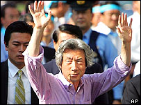 Junichiro Koizumi waves to crowd during campaigning stop in Tokyo on Saturday
