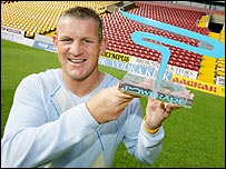 Dean Windass with his award