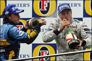 Fernando Alonso sprays Raikkonen with champagne