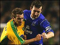 Darren Huckerby battles with Alan Stubbs