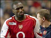Sol Campbell limps off against Manchester United