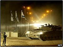 Tank leaving Gaza