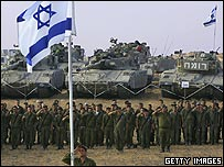 Israeli troops and tanks at Kissufim crossing