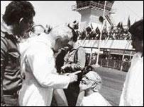 Juan Pablo II reprende al sacerdote nicarag�ense Ernesto Cardenal.