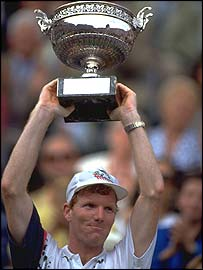 Jim Courier lifts the French Open title in 1992
