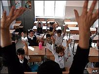 Escolares iraqu�es en su primer d�a de clase, en Bagdad, el 11 de septiembre de 2005.