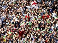 Fans applaud another Pietersen six
