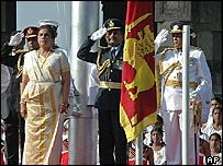 President Chandrika Kumaratunga (L) leads Independence Day celebrations