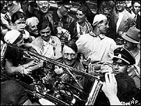 crowd mobbing Hitler's car in 1934
