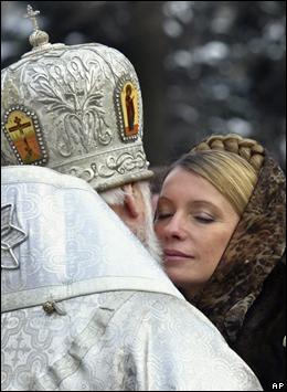 Yulia Tymoshenko, primera ministra ucraniana, con el patriarca ortodoxo Filaret