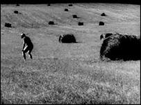 Кадр из фильма ''Прямохождение''